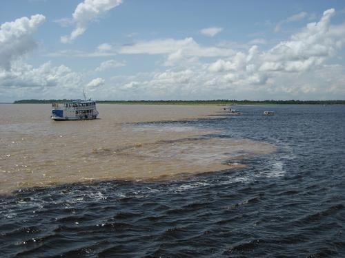 Manaus - Amazonie: la rencontre des eaux